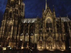 Dom van Keulen bij nacht