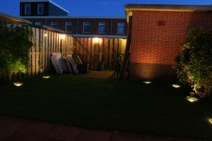 Tuinverlichting Zoetermeer grasveld met grondspots
