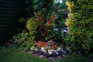 Tuinverlichting bloemenperk