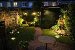 Tuinverlichting tuin Den Haag in het donker